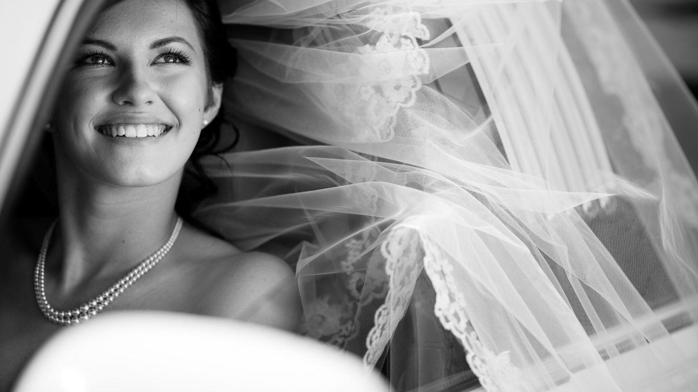 Фото невеста высунула ножки с машины 21 фотография