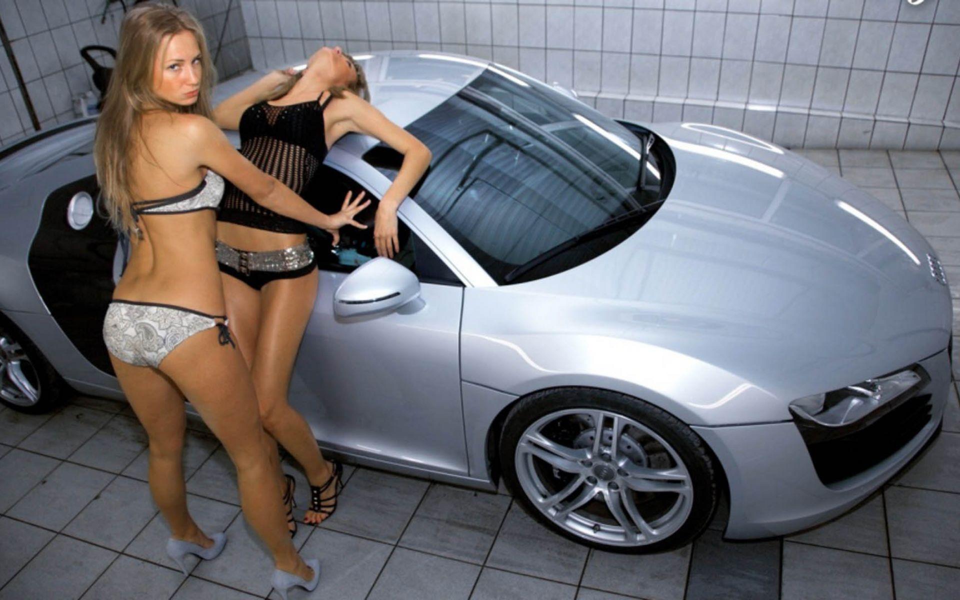 Сексуальные девушки рядом с машинами 9 фотография