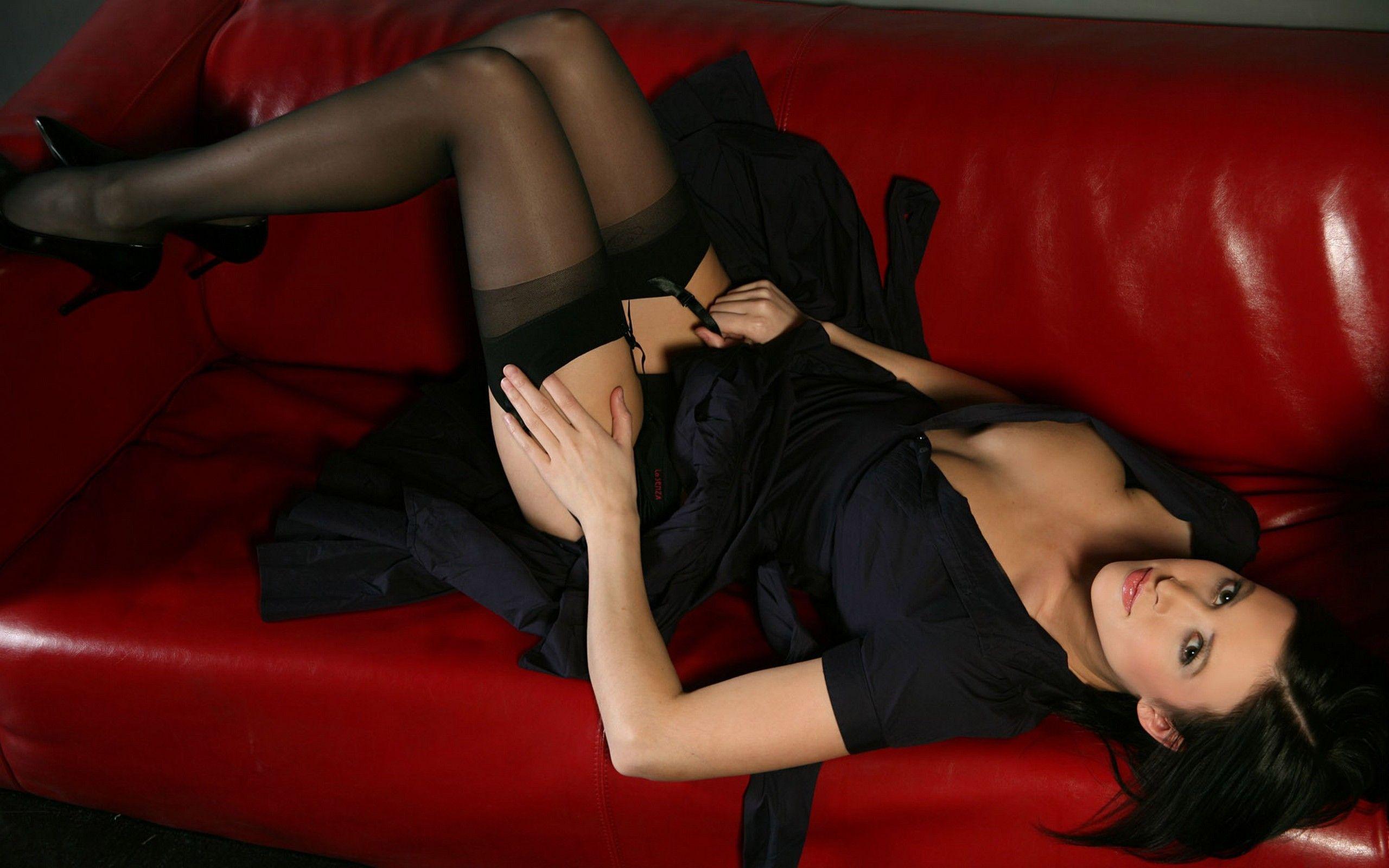 Чулки и эротическое платье фото 8 фотография